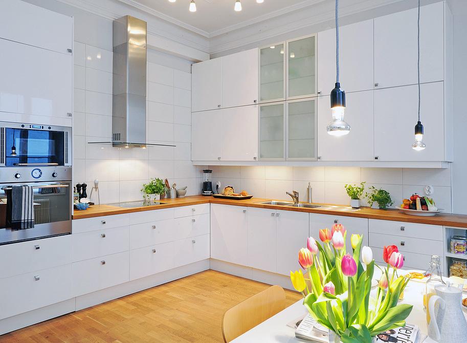 Дизайн белой кухни в интерьере